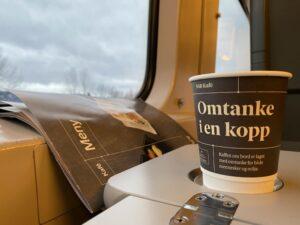 Kaffeebecher in der Bergenbahn