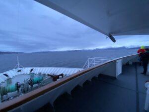 Ausblick von der MS Nordnorge auf das Meer und Küste