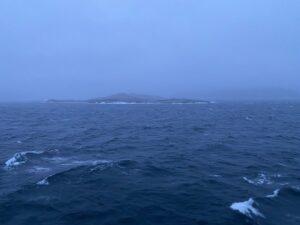 Ausblick von der MS Nordnorge auf das Meer und Küste Seekrankheit
