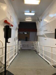 Eingang Hurtigruten MS Nordnorge mit Händedesinfektion Plastikgeldland