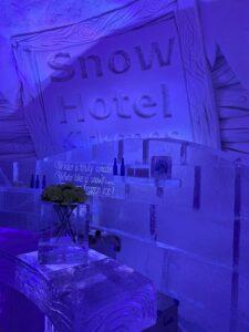 Eisbar im Snowhotel Kirkenes, Finnmark
