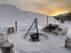 Feuerstelle beim Snowhotel Kirkenes, Finnmark