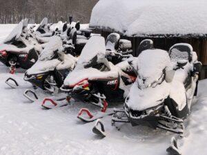 Motorschlitten im Snowhotel Kirkenes, Finnmark