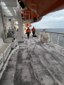 Schneeschippen auf der MS Nordnorge