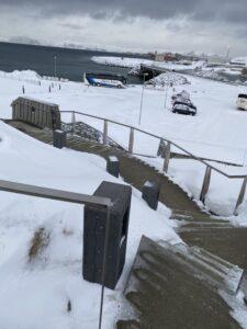 Das Bild zeigt eine beheizte Treppe in Hammerfest