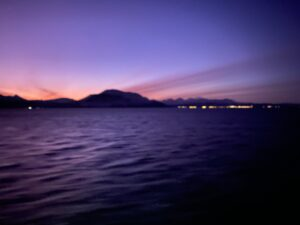 Sonnenaufgang im Polarmeer