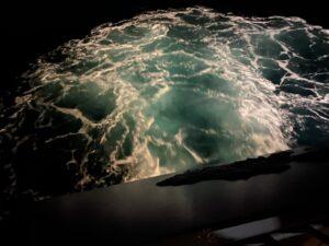Wasserstrudel am Heck der MS Hurtigruten