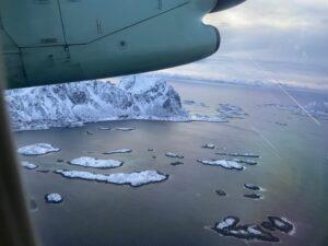Blick aus dem Fenster beim Flug von Svolvær nach Bodø